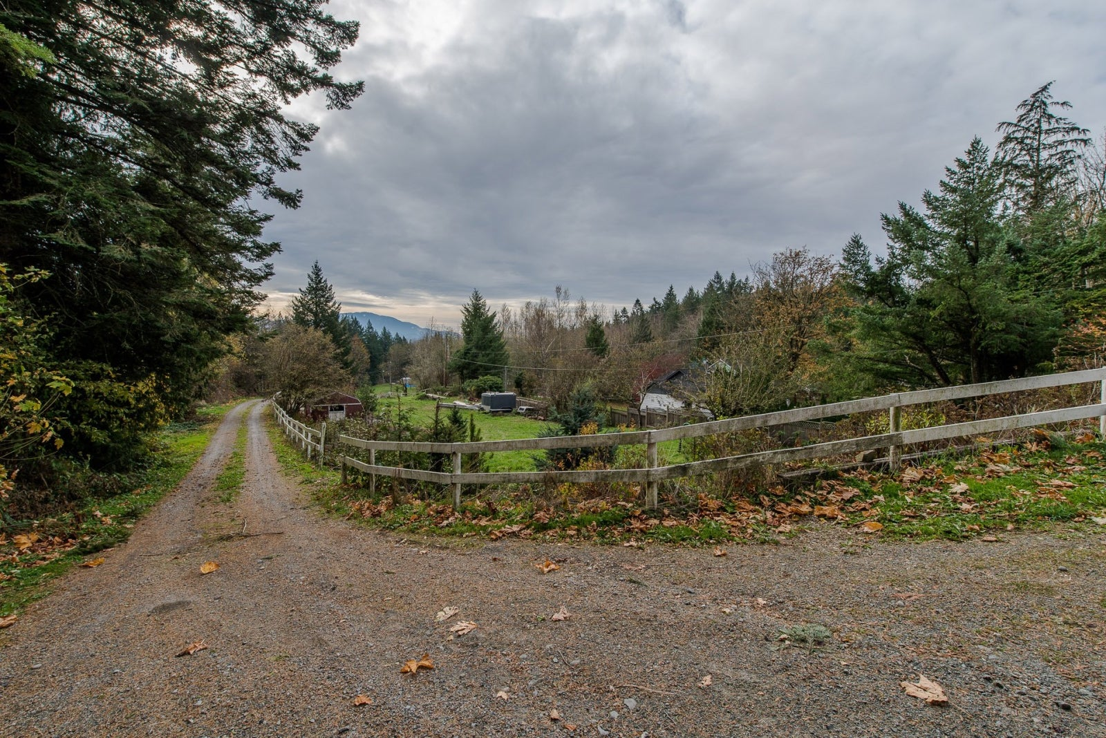 37471 ATKINSON ROAD - Sumas Mountain House with Acreage for sale, 3 Bedrooms (R2220193) #1